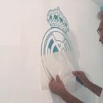 Instalando Vinilo Escudo Real Madrid 3